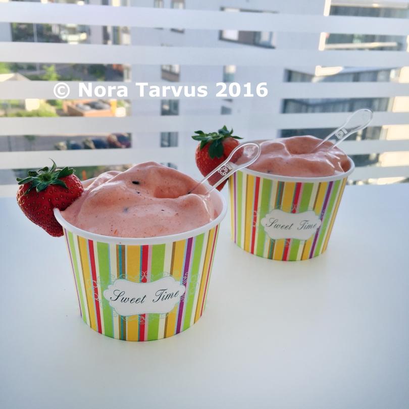 BeautifulStrawberrySmoothieBowl952