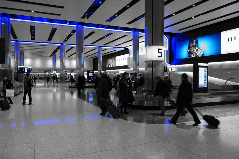 baggage-hall-775540_1920