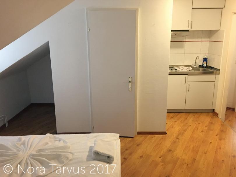 HotelCaliforniaHouseZurichSwitzerlandReview416