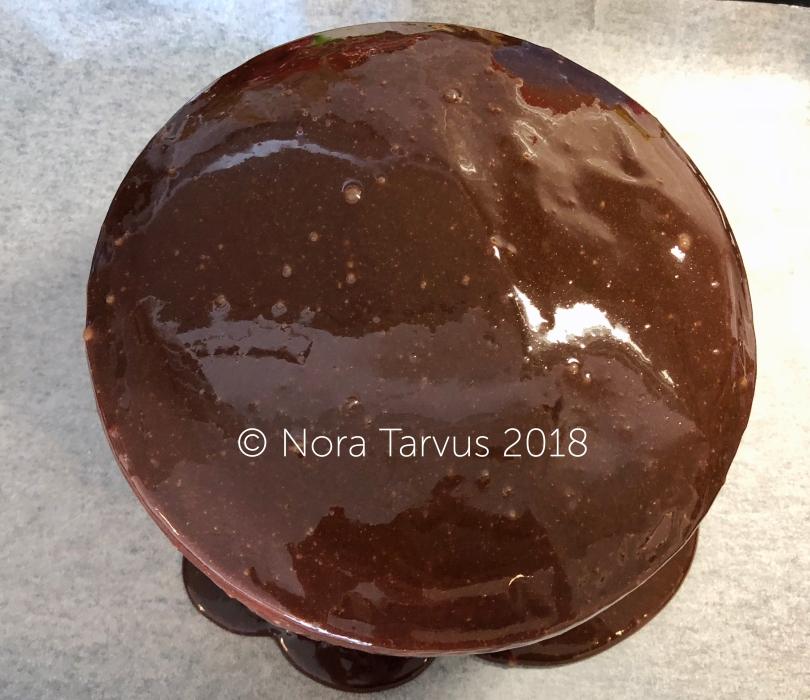 ChocolateRaspberryMirrorCakeGlazed